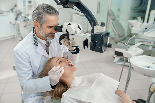 mkroskop dentystyczny